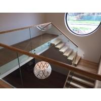 jaseňové samonosné schodisko